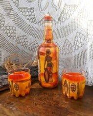 rychno-dekorirani-butilka-i chashi-za-uiski-oranjevi