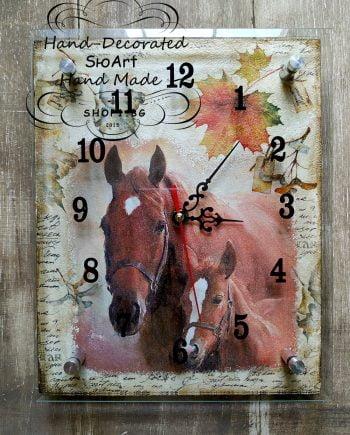 Часовник декориран ръчно